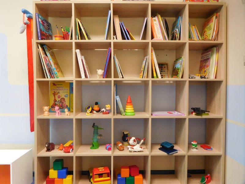 Шкаф с книгами