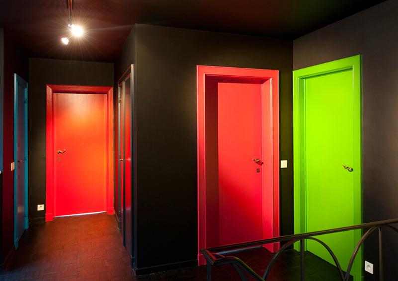 цветные металлические двери